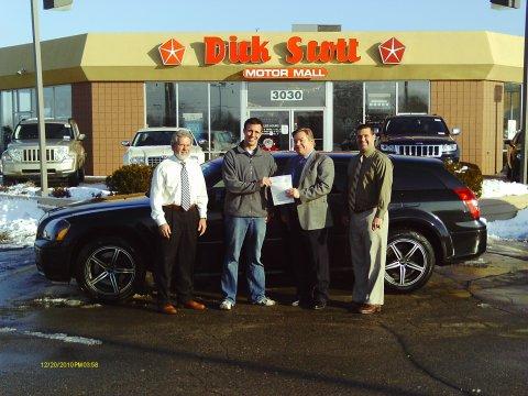 Zachary Kinnee Dick Scott Motormall's Christmas Cash Winner
